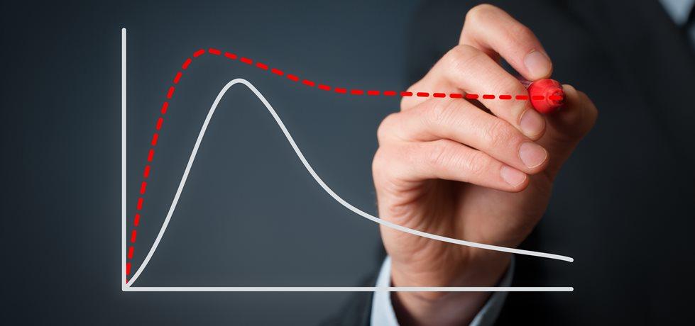Empresário planejando melhor ciclo de vida do produto.
