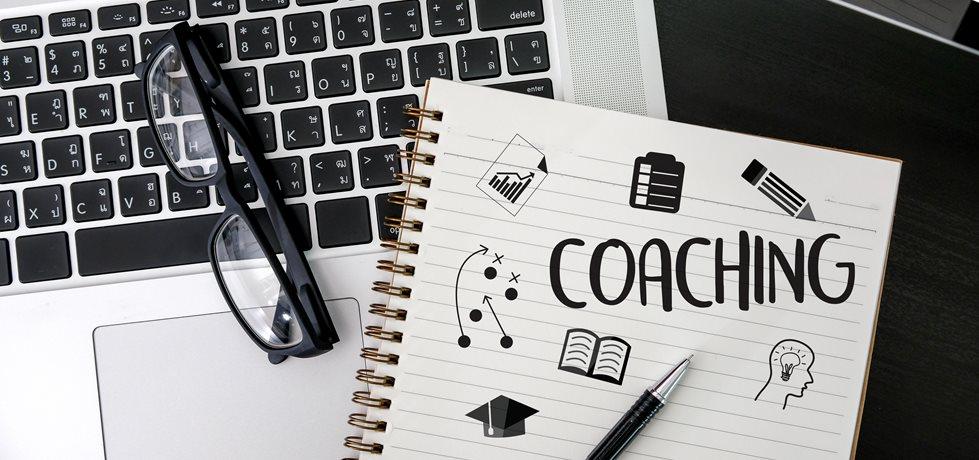 Palavra coaching escrita em um caderno