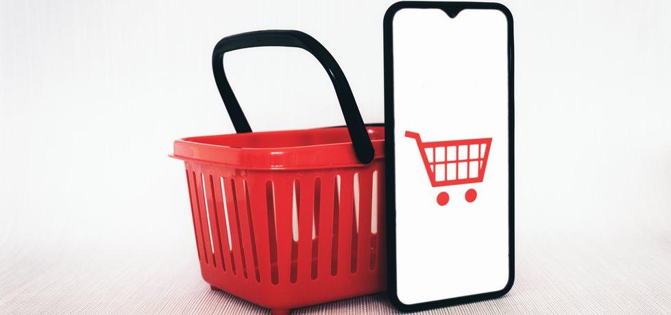 carrinho de compras na tela do celular